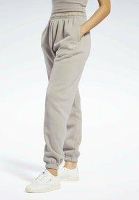 Reebok Classic - CLASSICS COZY - Pantalon de survêtement - grey - 0