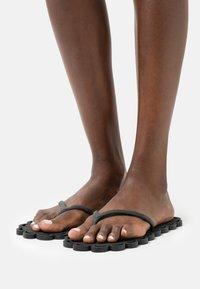 Carlotha Ray - T-bar sandals - noir - 0