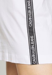 Calvin Klein Jeans - DRESS WITH TAPE - Sukienka etui - bright white - 4