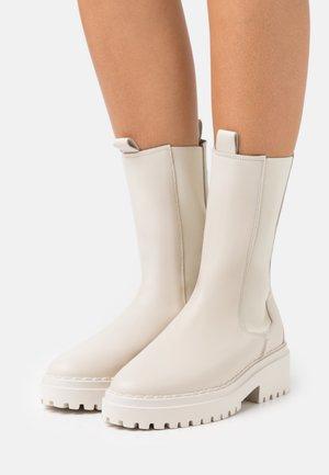 FAE ADAMS - Platform boots - desert