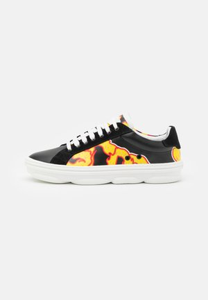 FLAMES HYDRA - Trainers - black