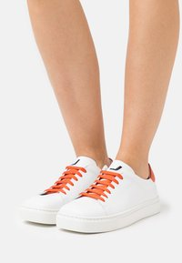 Joshua Sanders - EXCLUSIVE SQUARED SHOES  - Sneaker low - white/orange - 0