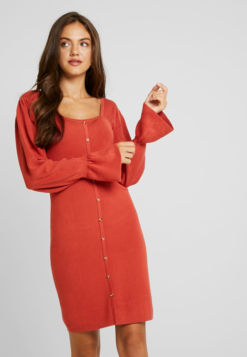 Lost Ink - BUTTON FRONT SQUARE NECK FULL SLEEVE DRESS - Strikkjoler - rust