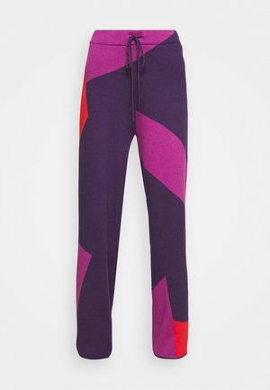 CORSA PANTS - Spodnie materiałowe - purple/orange