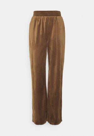 STRAIGHT LEG SPLIT FRONT TROUSER - Pantalon classique - mocha