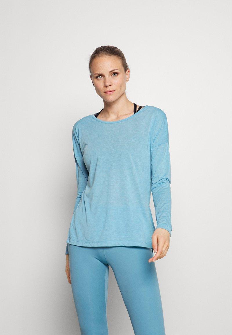 Nike Performance - DRY LAYER  - Sportshirt - cerulean heather/glacier blue/armory blue