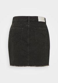 ONLY Tall - ONLSKY LIFE MINISKIRT STRAIGHT - Denimová sukně - black denim - 1