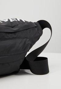 YOURTURN - Bum bag - white/black - 6