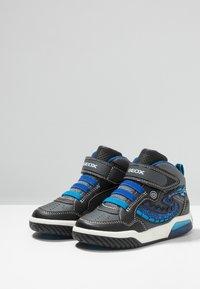 Geox - INEK BOY - Sneaker high - black/royal - 2