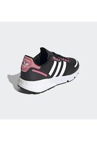adidas Originals - Trainers - cblack/ftwwht/hazros - 4