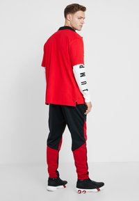 Jordan - ALPHA THERMA PANT - Træningsbukser - black/gym red - 2