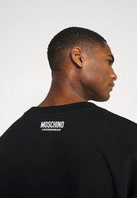 Moschino Underwear - Pyjamasoverdel - black/white - 6