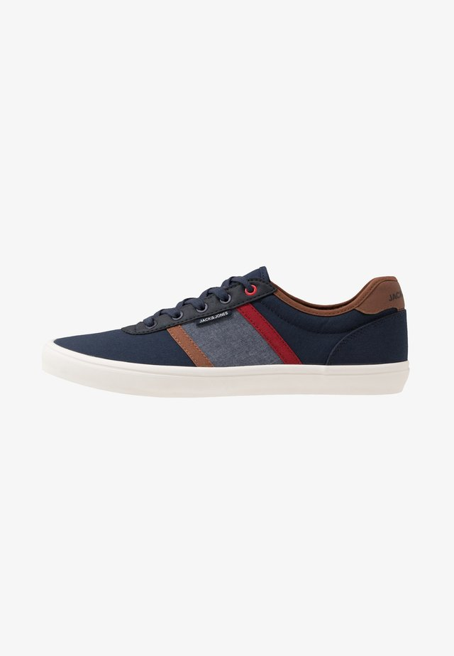 JFWLOGAN CASUAL - Baskets basses - navy blazer