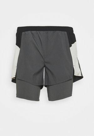 Pantalón corto de deporte - grey six