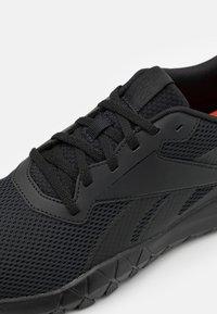 Reebok - FLEXAGON ENERGY TR 3.0 MT - Chaussures d'entraînement et de fitness - core black - 5