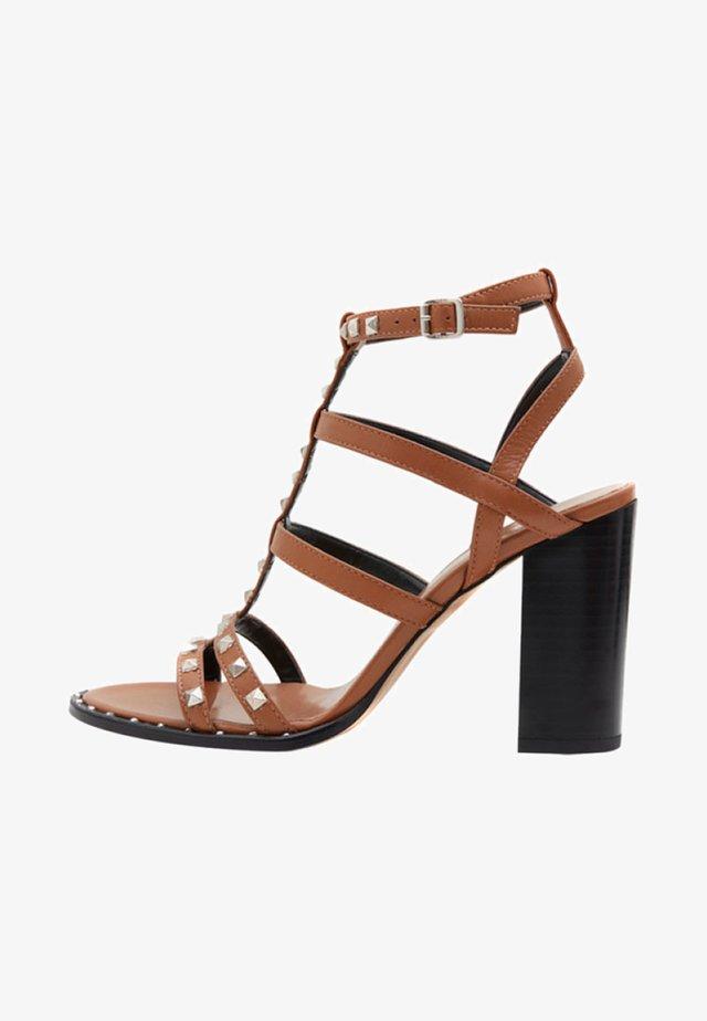 ANIA - Sandalen met hoge hak - brown