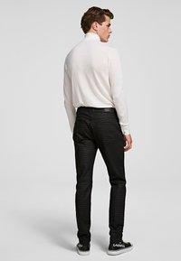 KARL LAGERFELD - Spodnie materiałowe - d01 blk c krlhd - 1