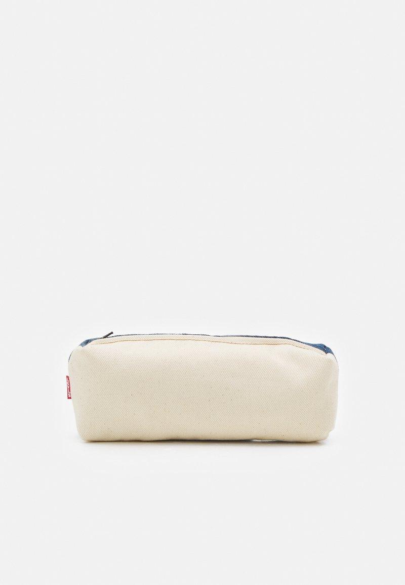 Levi's® - LEVI'S® X PORTO ALEGRE SMALL CONTRAST PENCIL CASE - Accessorio - light-blue denim/beige
