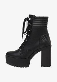 Bershka - MIT ABSATZ UND STEPPMUSTER  - Kotníková obuv na vysokém podpatku - black - 1