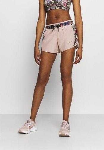 10K SHORT FEMME - Pantaloncini sportivi - pink oxford/ironstone/metallic gold
