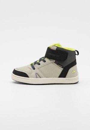 MARKUS MID GTX UNISEX - Hiking shoes - light grey/lime