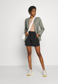 Vero Moda - VMMIA LOOSE SUMMER - Shorts - black - 1