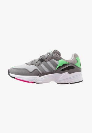YUNG-96 - Matalavartiset tennarit - grey two/grey three/shock pink