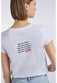 SET - MIT STATEMENT PRINT - Print T-shirt - bright white - 4