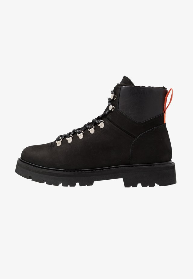 CLOUD HIKING BOOT - Botki sznurowane - black