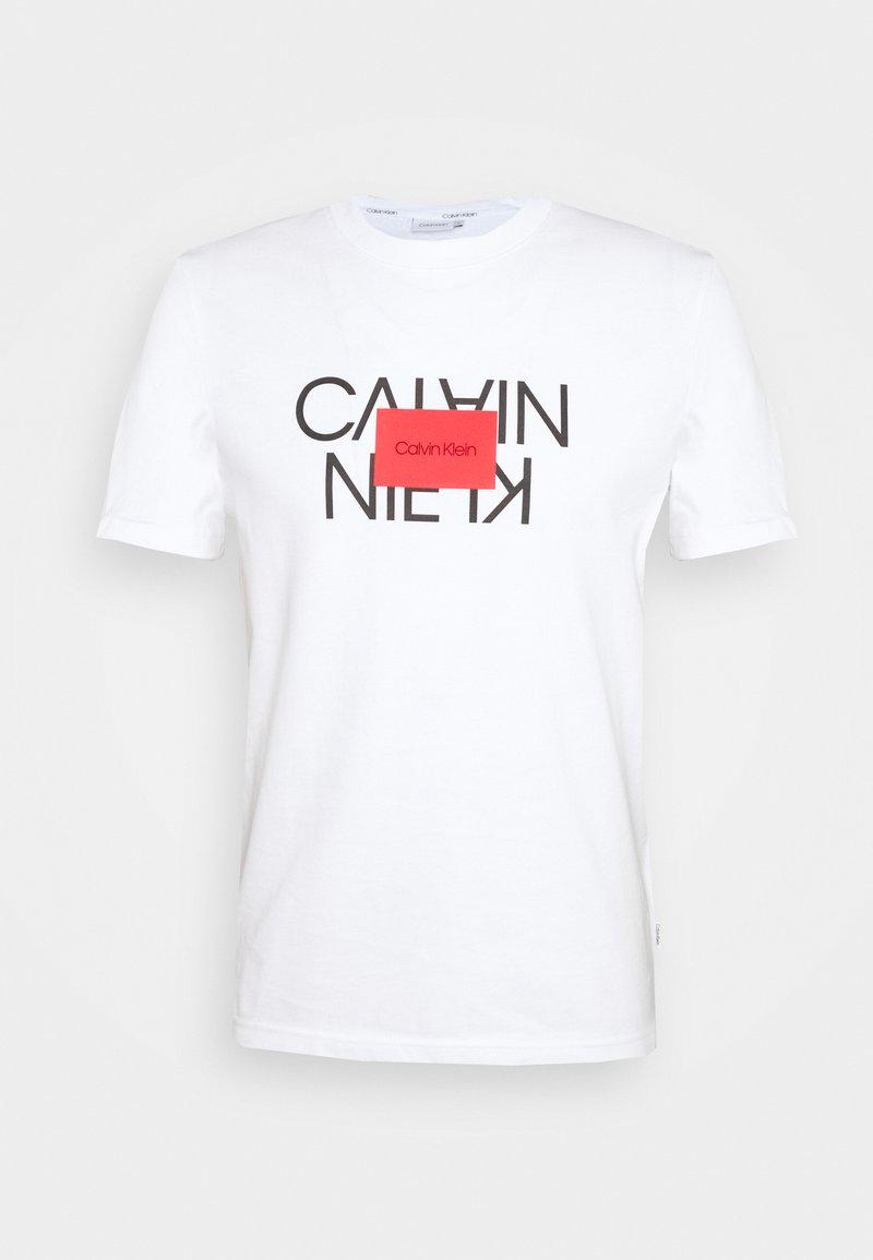 Calvin Klein - TEXT REVERSED LOGO  - Triko spotiskem - white