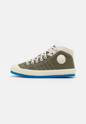 S-YUK MC - Höga sneakers - grey