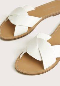 Bershka - Pantofle - white - 5