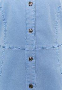 Marc O'Polo - DRESS SHORT SHIRT STYLE,BUTTON PLACKET ROUNDED HEMLINE - Shirt dress - blue - 2