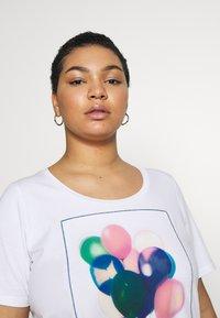 Persona by Marina Rinaldi - VALDO - Print T-shirt - bianco ottico - 3
