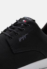 Tommy Hilfiger - RECYCLE HYBRID SHOE - Sportieve veterschoenen - black - 5