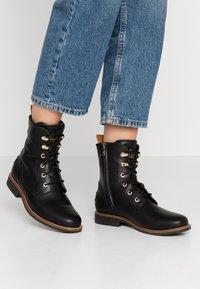 Panama Jack - GATHA IGLOO TRAVELLING - Lace-up ankle boots - black - 0