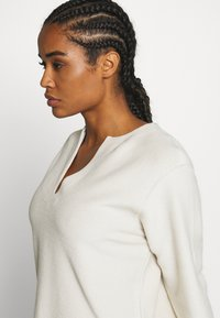 Filippa K - REVERSED SPLIT - Sweatshirt - ivory - 4