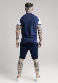 SIKSILK - RAGLAN TECH TEE - T-shirt con stampa - navy - 2