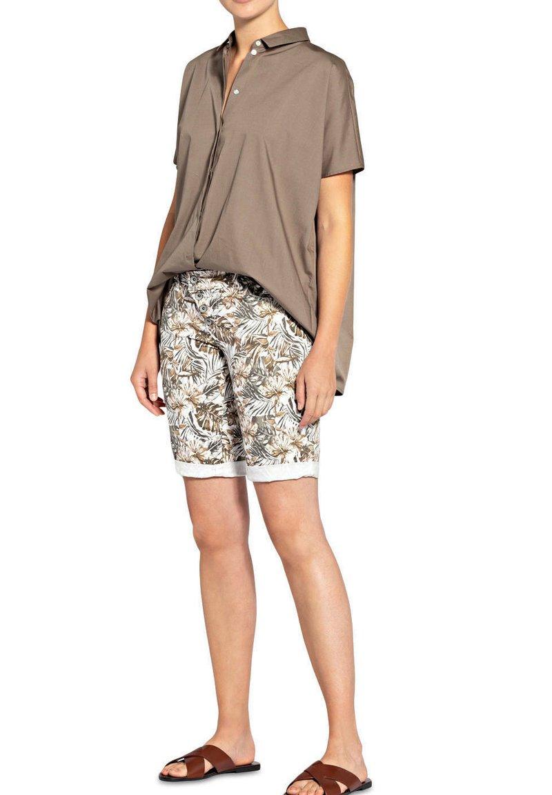 Buena Vista - Shorts - tropical brown