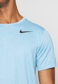 Nike Performance - Camiseta básica - laser blue/psychic blue/heather/black - 4