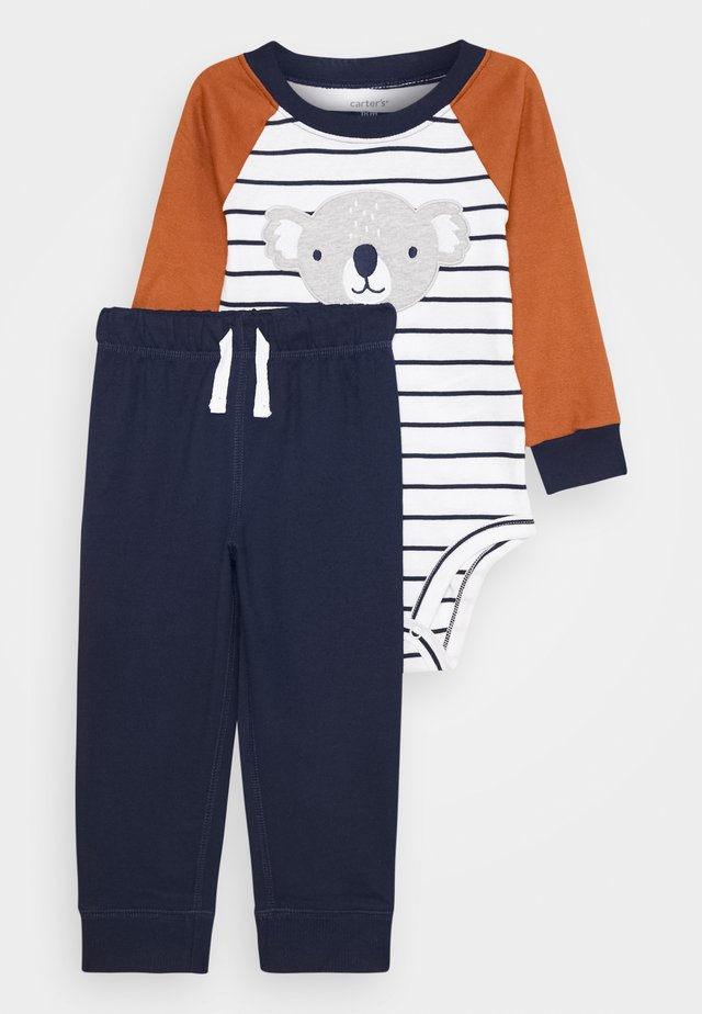 KOALA STRIPE SET - Tracksuit bottoms - dark blue/brown