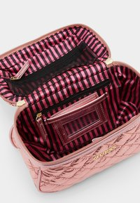 Guess - BELKIS BEAUTY - Trousse - rose gold - 2
