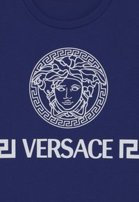 Versace - MEDUSA GREEK UNISEX - Print T-shirt - bluette/white - 2
