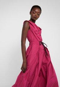 Vivienne Westwood Anglomania - NEW SATURDAY DRESS - Maxi dress - fuschia - 4