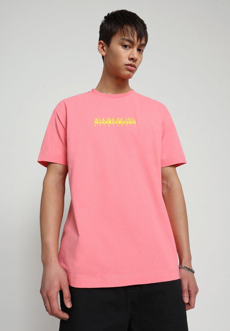 Napapijri - BEATNIK - Print T-shirt - pink strawberry