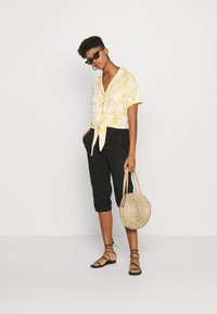 Hollister Co. - RESORT TEXTURE UPDATE - Button-down blouse - yellow - 1