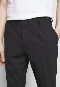 J.LINDEBERG - SASHA PLEATED PANTS - Pantalon classique - navy - 5