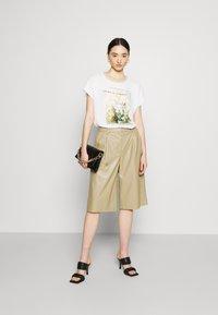 ONLY - ONLRHINA LIFE FLOWER - Print T-shirt - bright white - 1