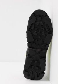 McQ Alexander McQueen - ORBYT MID - Zapatillas - black/neon/multicolor - 4