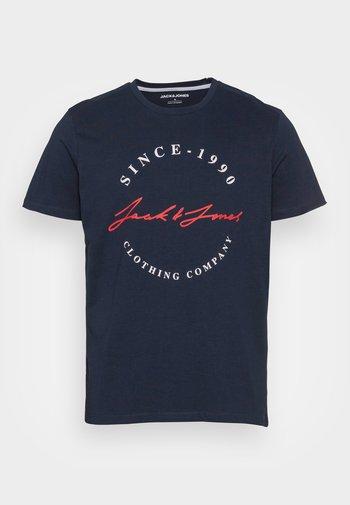 JJHERRO TEE CREW NECK - T-shirt con stampa - navy blazer